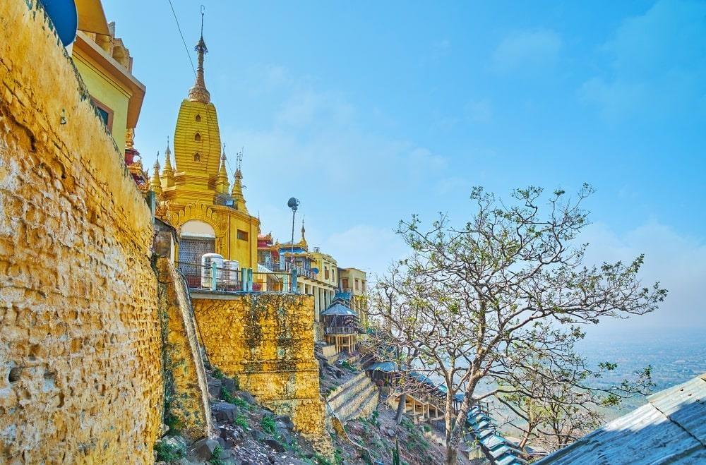Độc đáo tu viện dát vàng giữa vùng đất mây vờn ở Myanmar - Ảnh 7