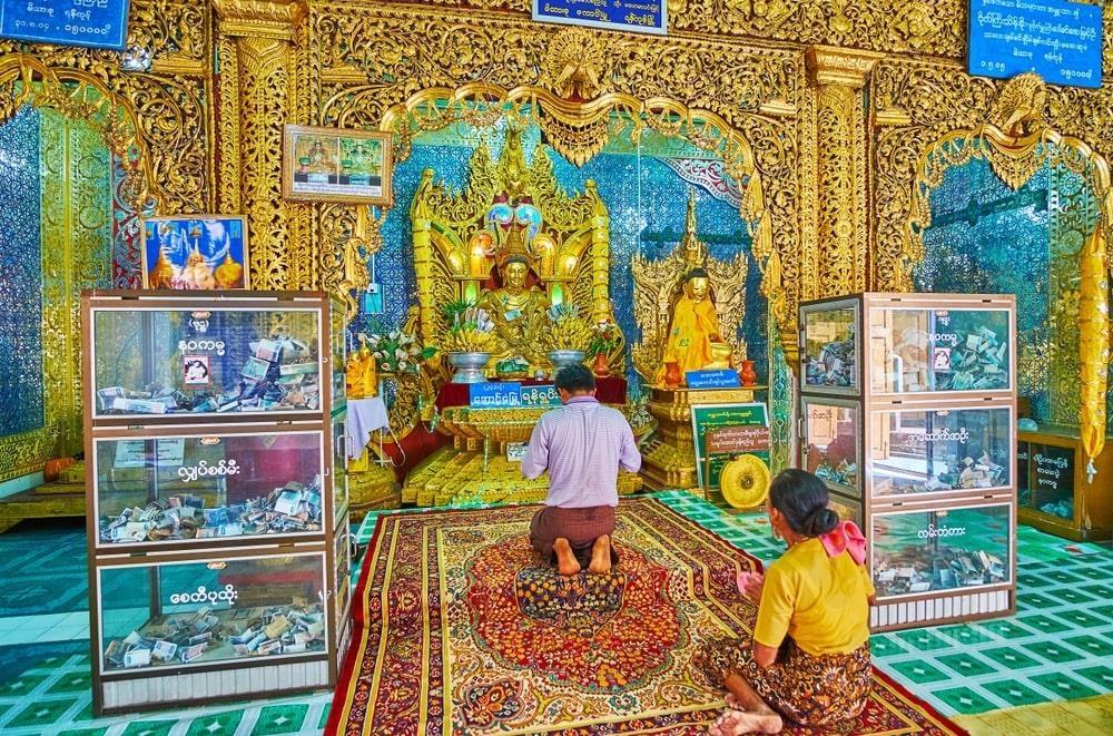 Độc đáo tu viện dát vàng giữa vùng đất mây vờn ở Myanmar - Ảnh 3