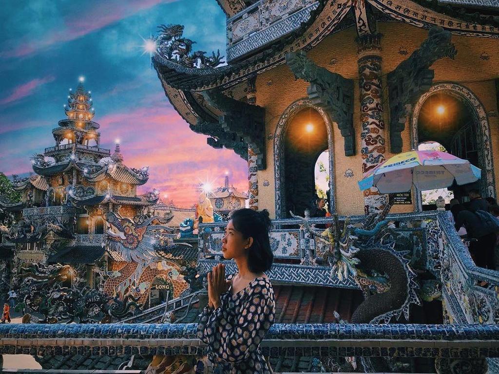 Chùa Ve Chai, điểm sống ảo độc đáo thu hút giới trẻ ở Đà Lạt