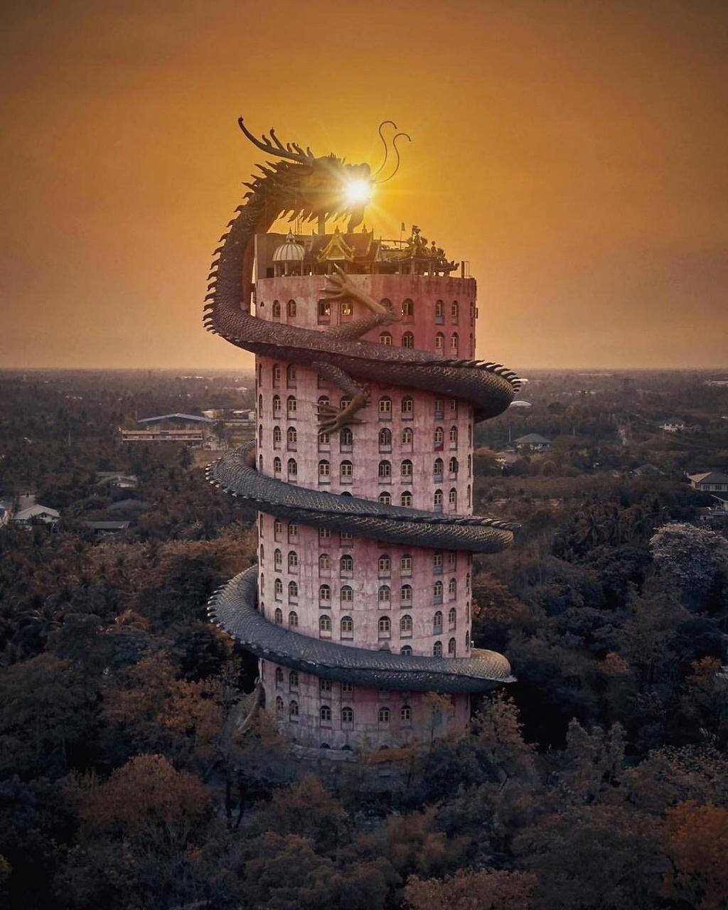 Bí ẩn đằng sau ngôi chùa hồng có rồng khổng lồ quấn quanh - Địa ...