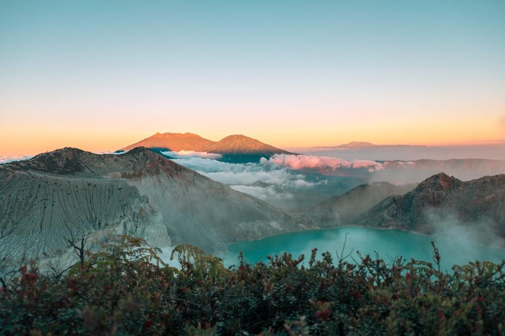 Đi tìm đỉnh núi chứa ngọn lửa xanh hiếm có ở Indonesia