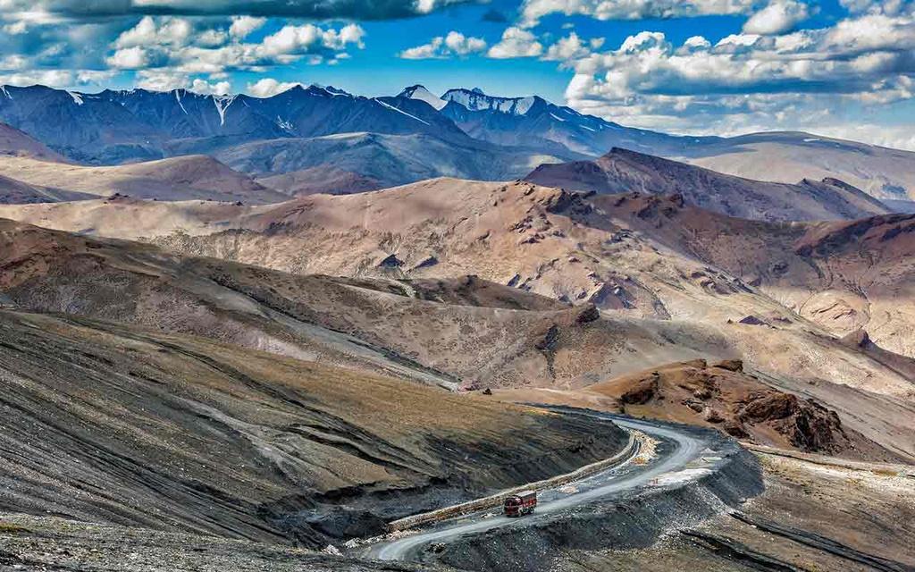 Đoạn đường ôtô chết máy vẫn tự chạy lên dốc ở Ấn Độ