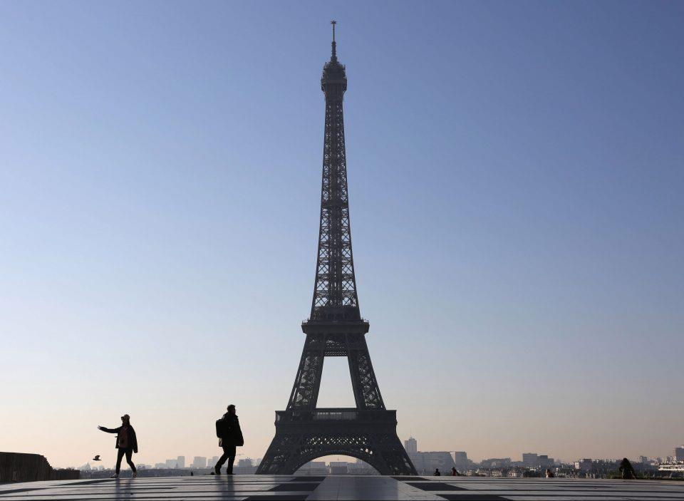 Thap Eiffel va 10 diem du lich noi tieng cam chup anh hinh anh 2