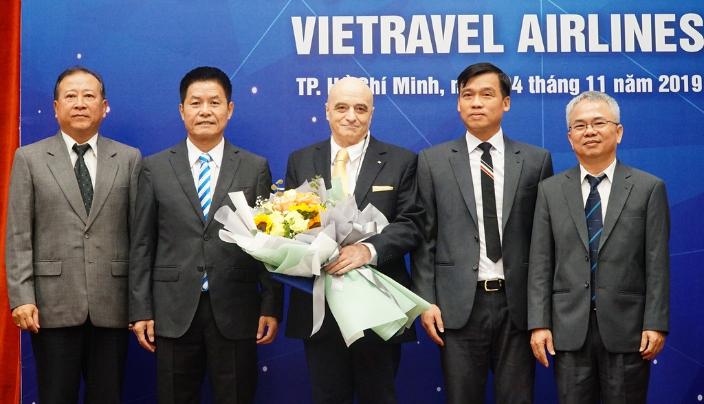 'Vietravel Airlines su dung phi cong nuoc ngoai thay vi nguoi Viet' hinh anh 2
