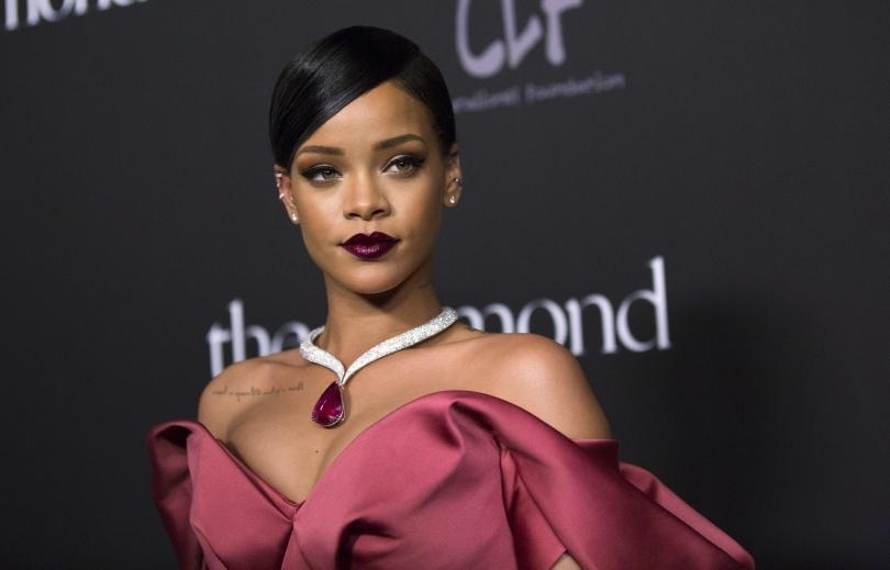 Ben trong biet thu ma nu ca si giau nhat the gioi Rihanna rao ban hinh anh 1