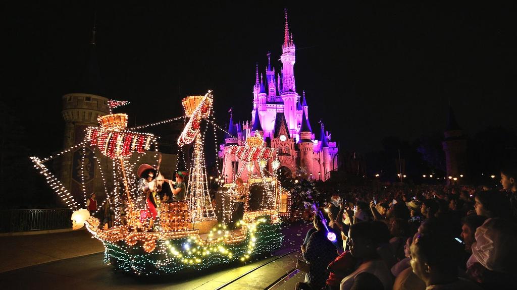 Den My don nam moi ruc ro anh sang o cong vien Disneyland hinh anh 2