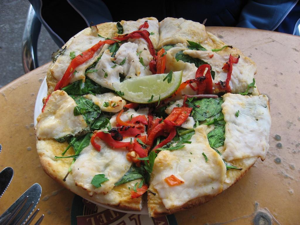 Pizza pho, pizza bun dau va 7 mon ky quai nhat the gioi hinh anh 1