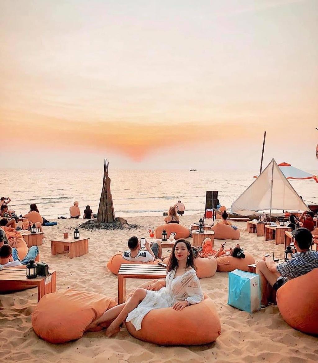 Den beach bar ngam hoang hon Phu Quoc tuyet dep hinh anh 2