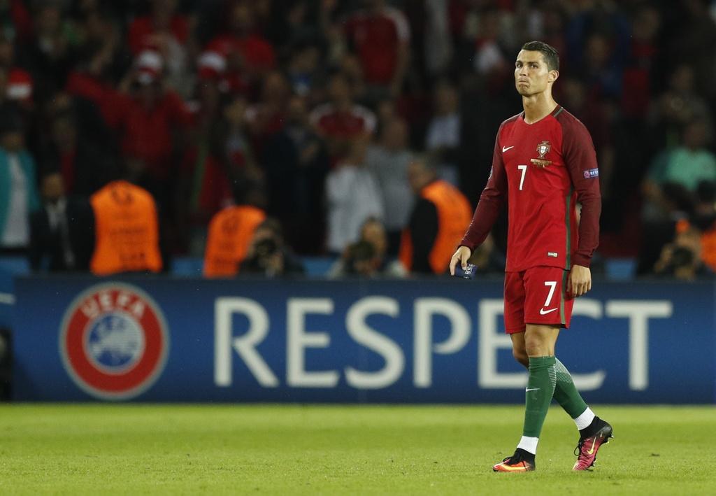 Ronaldo, Ibrahimovic lot doi hinh te nhat luot hai Euro 2016 hinh anh 12
