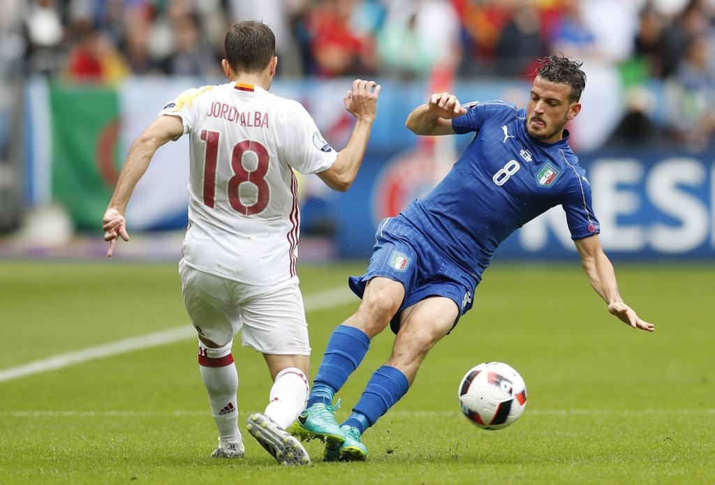 Chiellini hay nhat tran Italy vs Tay Ban Nha hinh anh 17