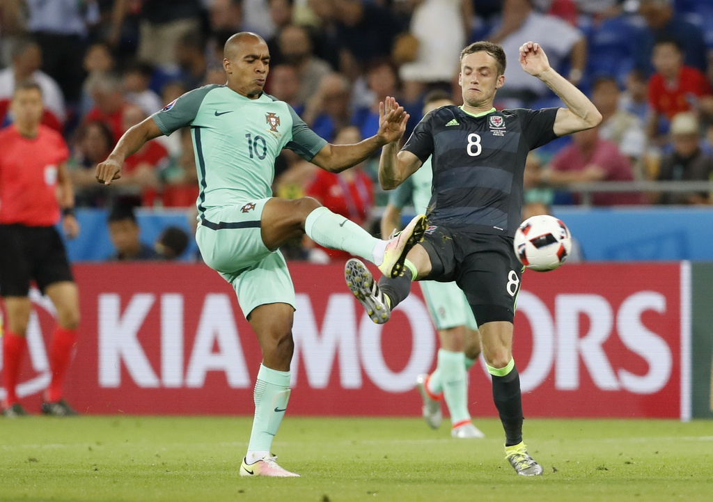 Ronaldo - cau thu hay nhat tran Bo Dao Nha vs Wales hinh anh 9