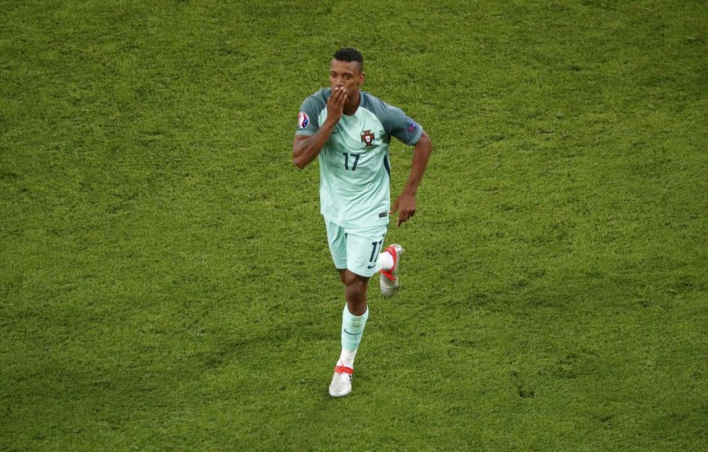 Ronaldo - cau thu hay nhat tran Bo Dao Nha vs Wales hinh anh 12