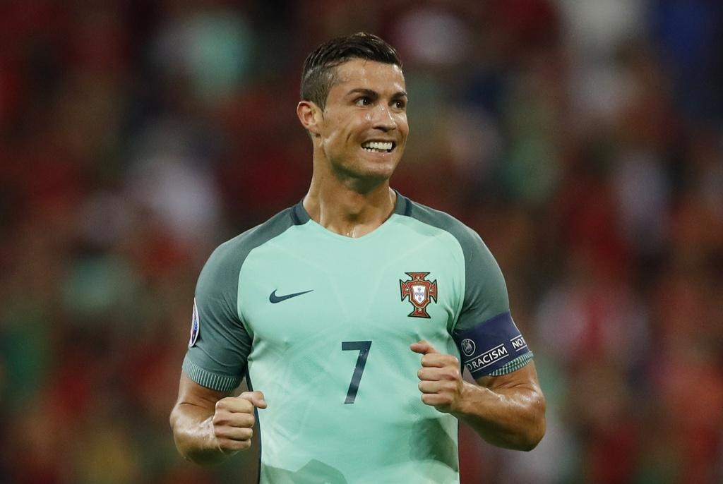 Ronaldo - cau thu hay nhat tran Bo Dao Nha vs Wales hinh anh 11