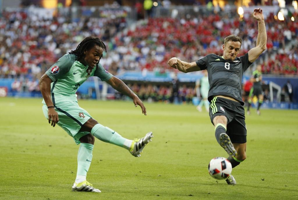 Ronaldo - cau thu hay nhat tran Bo Dao Nha vs Wales hinh anh 7