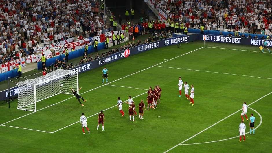 Cu danh dau cua Ronaldo lot top khoanh khac an tuong o Euro hinh anh 6