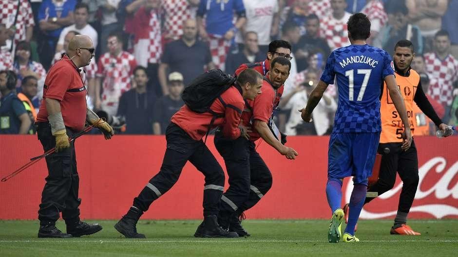 Cu danh dau cua Ronaldo lot top khoanh khac an tuong o Euro hinh anh 8