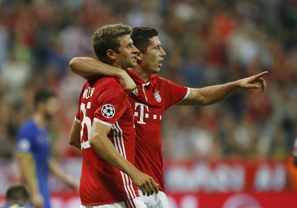 Song sat Mueller- Lewan lap cong, Bayern 'huy diet' doi thu hinh anh 4
