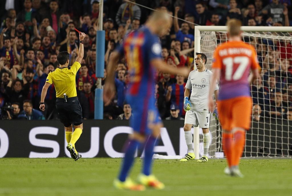 Messi lap hat-trick giup Barca de bep Man City 4-0 anh 5