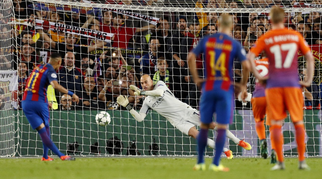 Messi lap hat-trick giup Barca de bep Man City 4-0 hinh anh 9