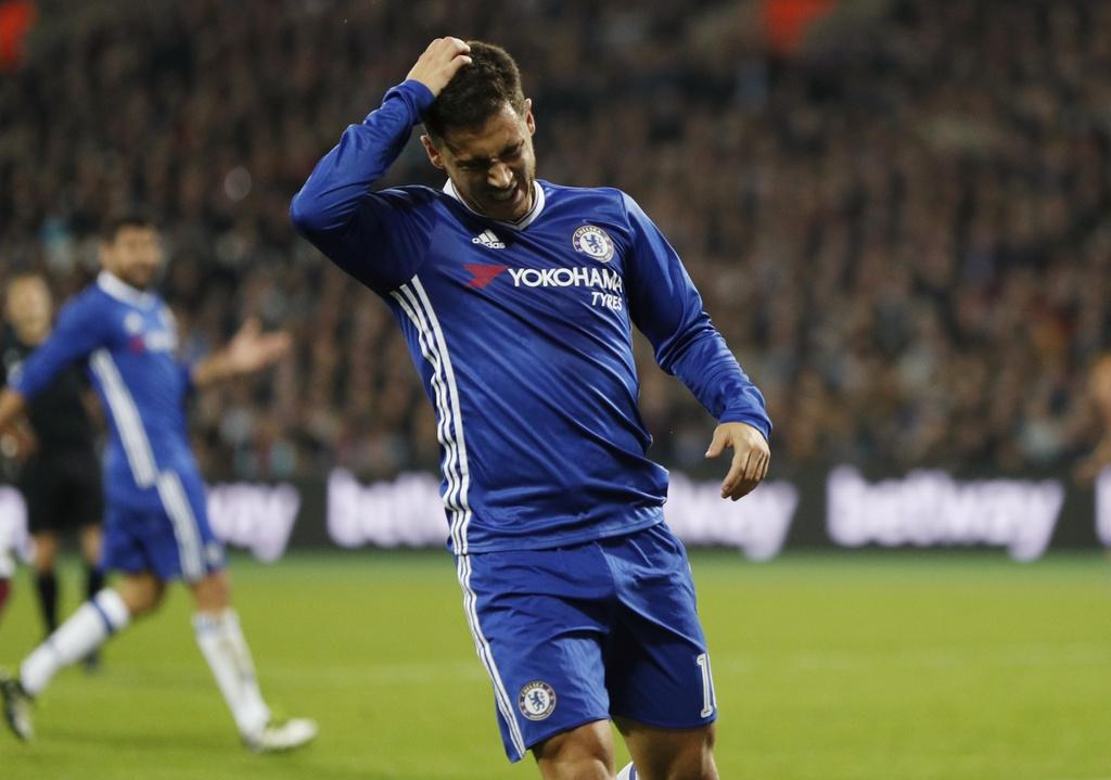 Co dong vien Chelsea au da voi West Ham sau tran thua hinh anh 9