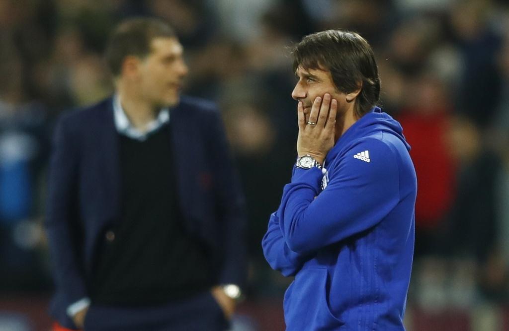 Co dong vien Chelsea au da voi West Ham sau tran thua hinh anh 10