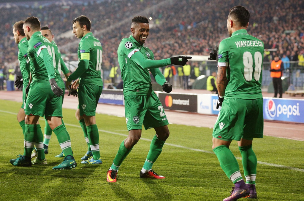 arsenal loi nguoc dong ludogorets anh 2