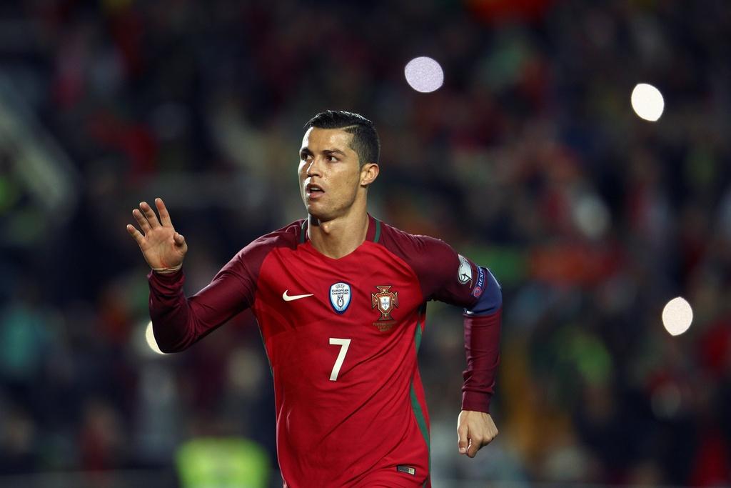 Ronaldo ghi ban dang cap giup Bo Dao Nha de bep Latvia 4-1 hinh anh 3