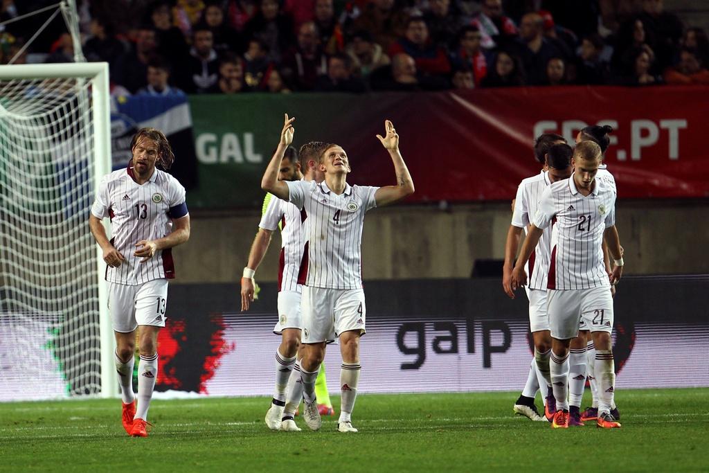 Ronaldo ghi ban dang cap giup Bo Dao Nha de bep Latvia 4-1 hinh anh 4