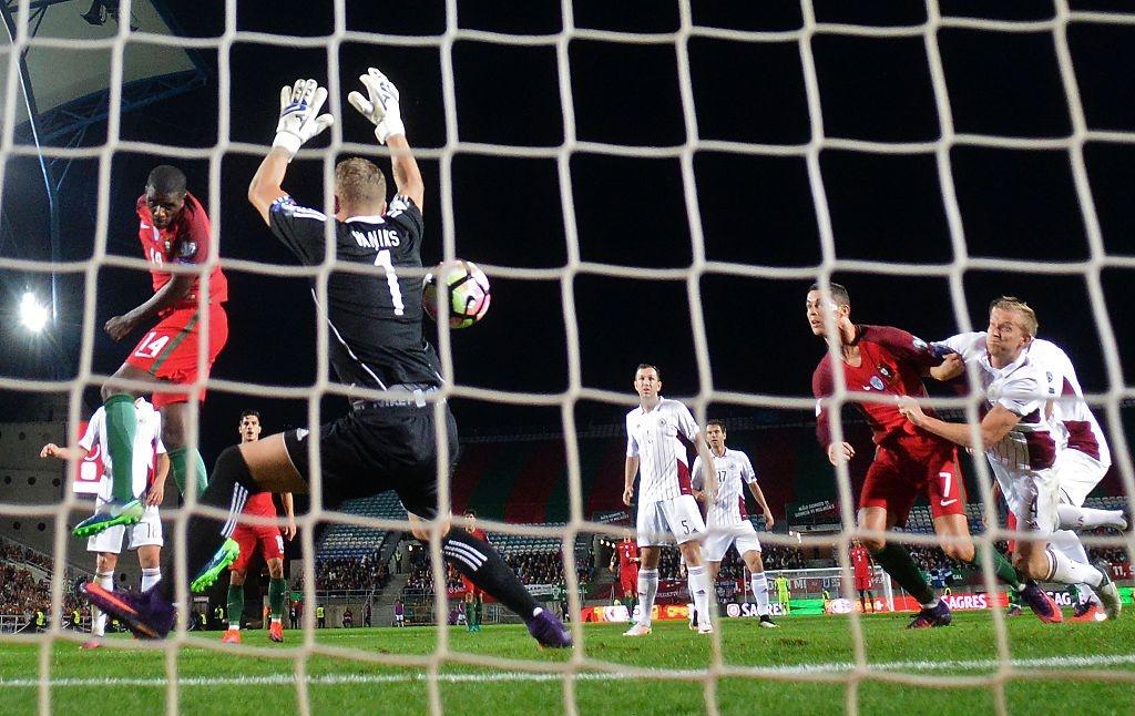 Ronaldo ghi ban dang cap giup Bo Dao Nha de bep Latvia 4-1 hinh anh 5