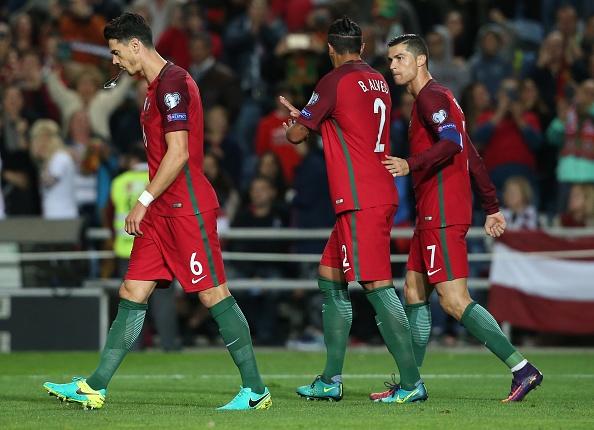 Ronaldo ghi ban dang cap giup Bo Dao Nha de bep Latvia 4-1 hinh anh 7