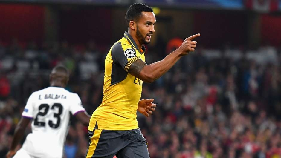 Rashford thay Ibra tren hang cong doi hinh sao MU - Arsenal hinh anh 9