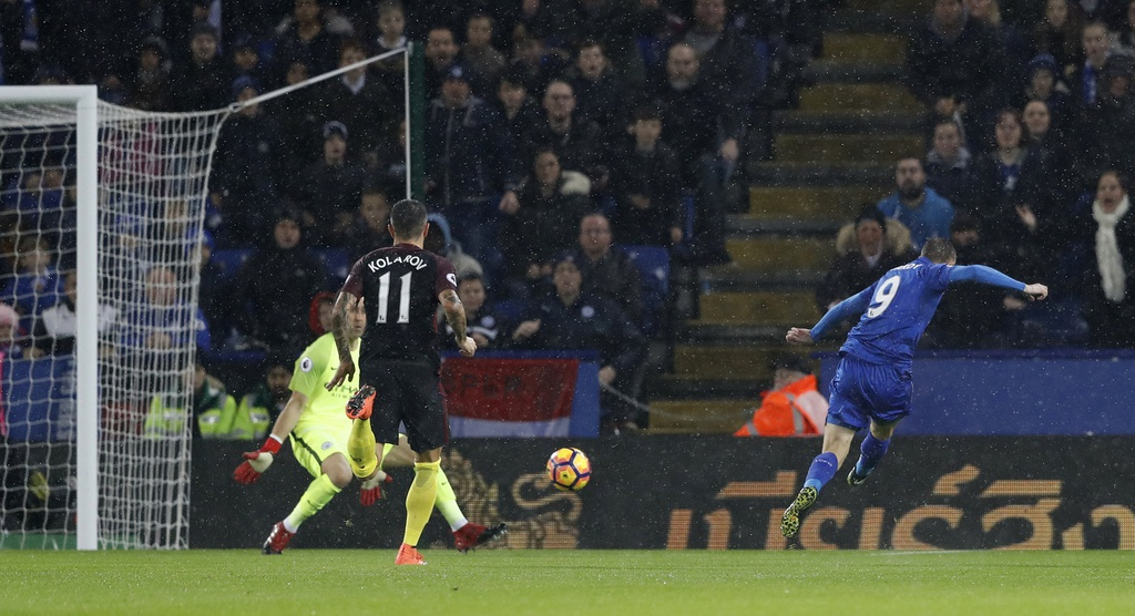 Vardy lap hat-trick, Leicester de bep Man City 4-2 hinh anh 3