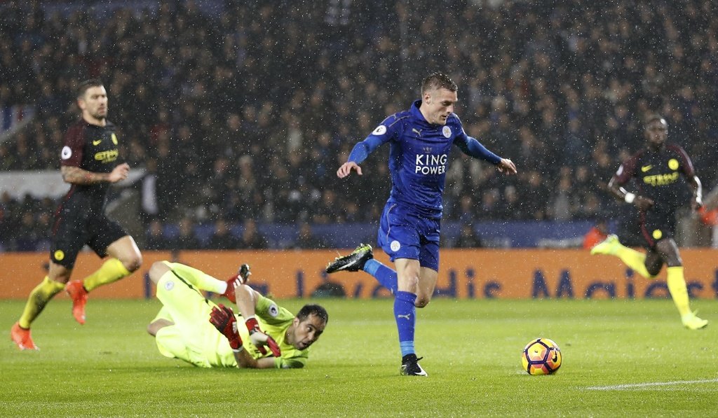 Vardy lap hat-trick, Leicester de bep Man City 4-2 hinh anh 7