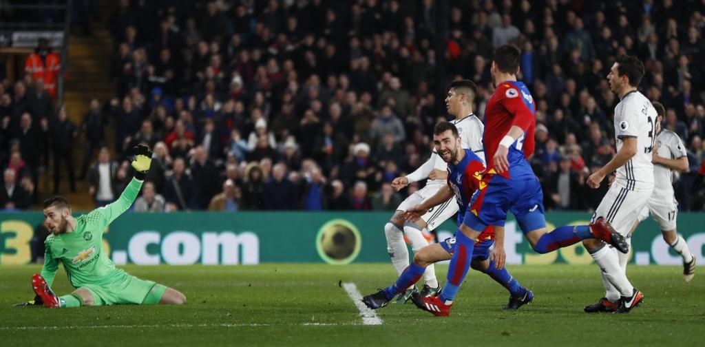 Ibra ghi ban giup MU thang Crystal Palace 2-1 anh 8