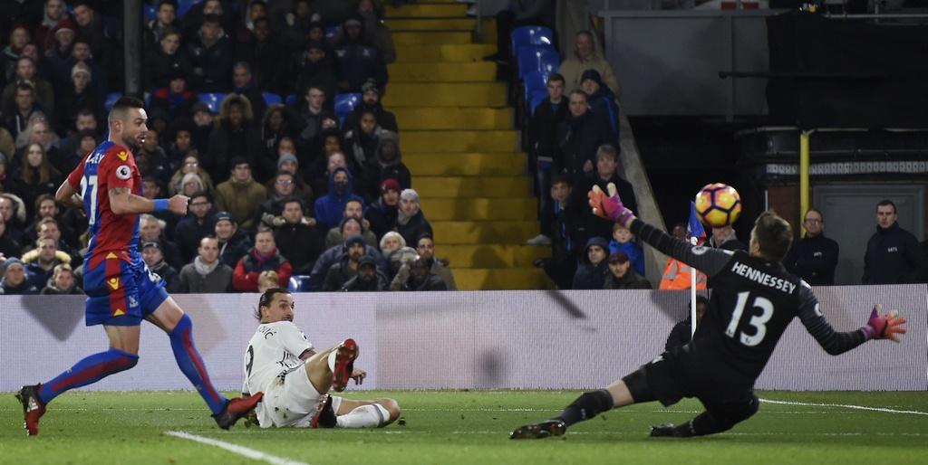 Ibra ghi ban giup MU thang Crystal Palace 2-1 anh 10