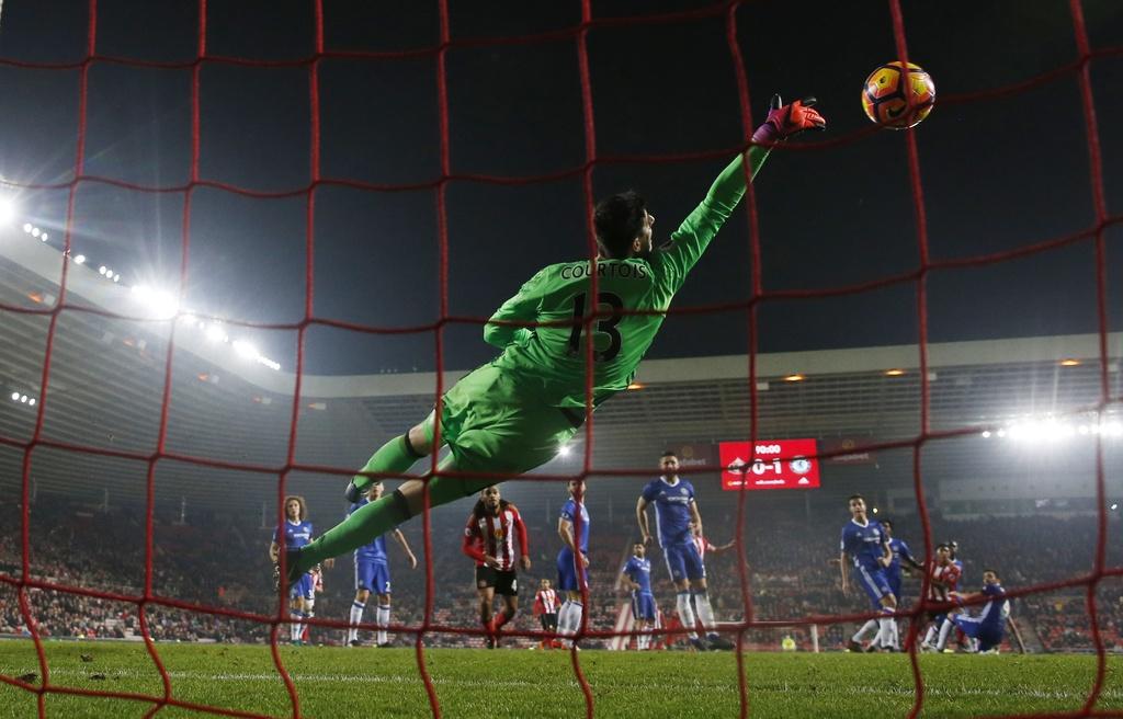 Fabregas toa sang giup Chelsea bo xa Arsenal 6 diem hinh anh 6