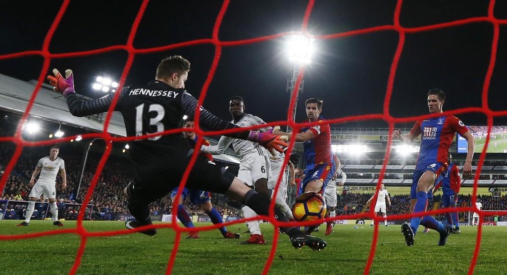 Ibra ghi ban giup MU thang Crystal Palace 2-1 anh 6