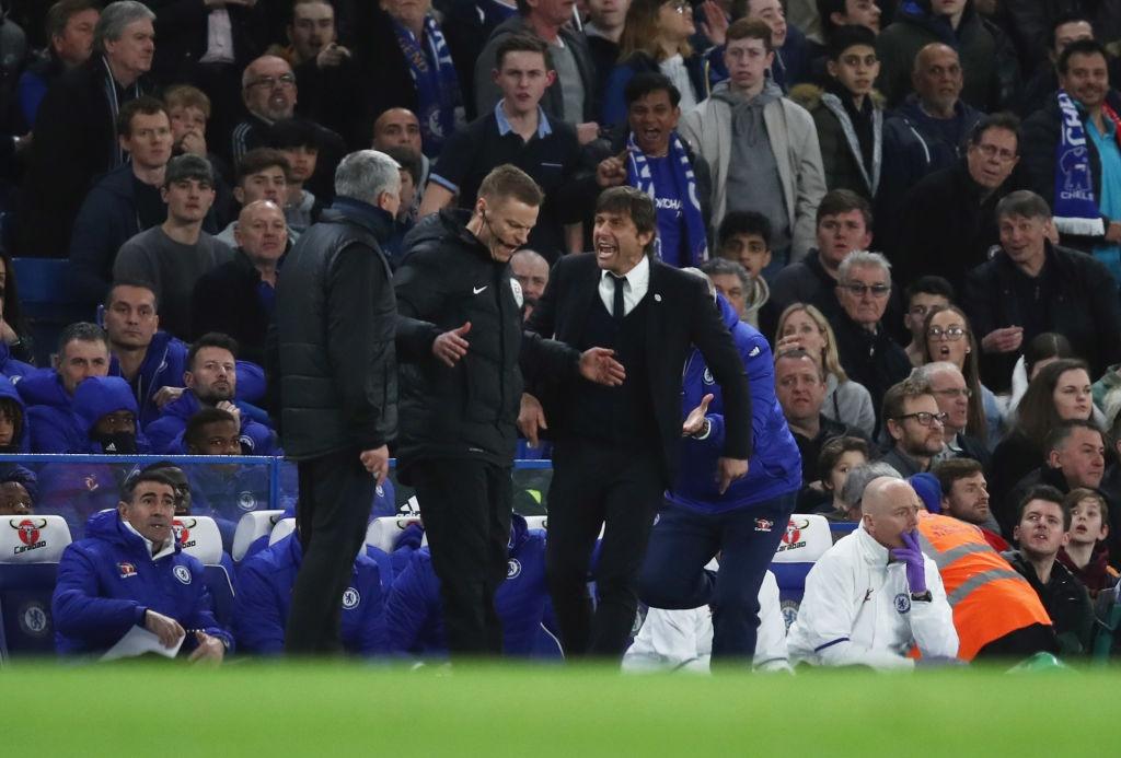 Mourinho tron mat voi trong tai anh 6