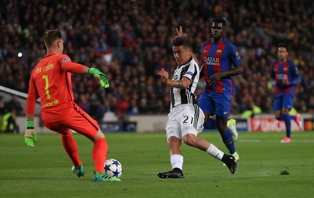 Neymar oa khoc, Messi cui dau nhin Juventus vao ban ket hinh anh 9