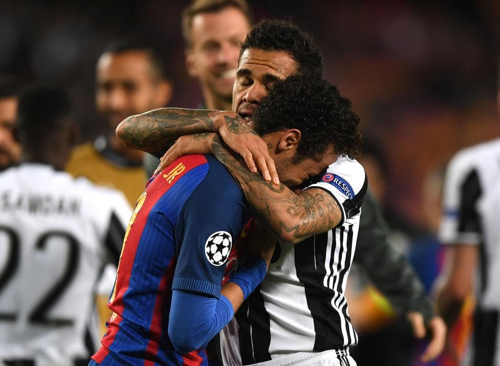 Neymar oa khoc, Messi cui dau nhin Juventus vao ban ket hinh anh 5