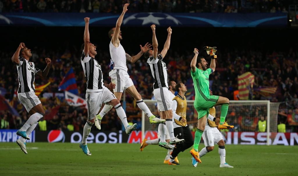 Neymar oa khoc, Messi cui dau nhin Juventus vao ban ket hinh anh 11