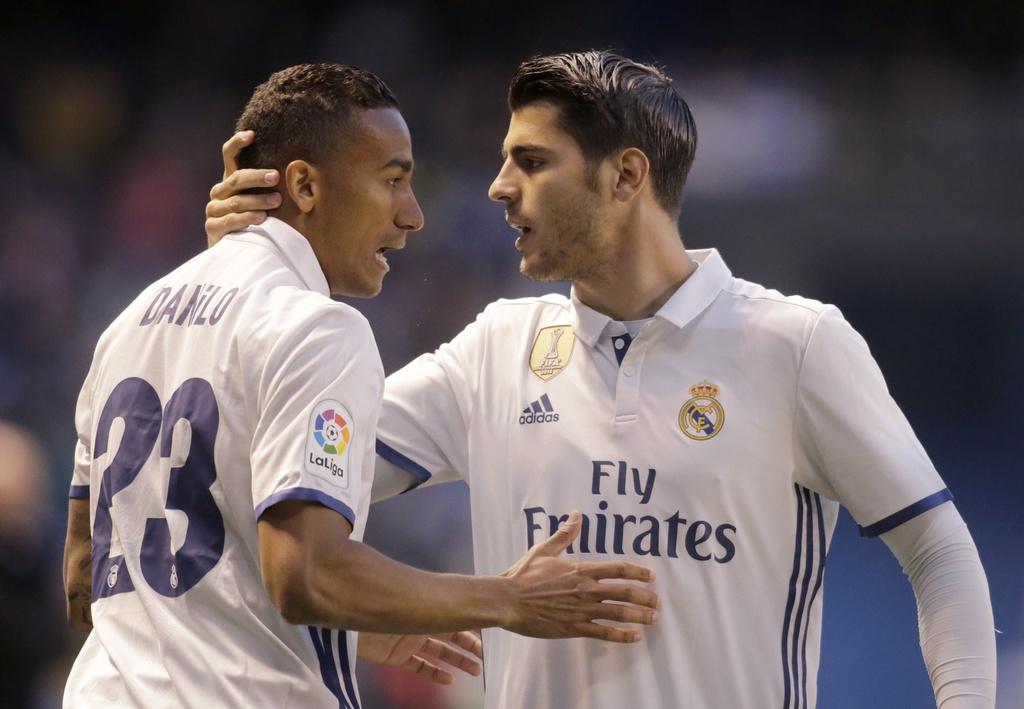 Real thang tung bung Deportivo trong ngay vang Ronaldo hinh anh 1