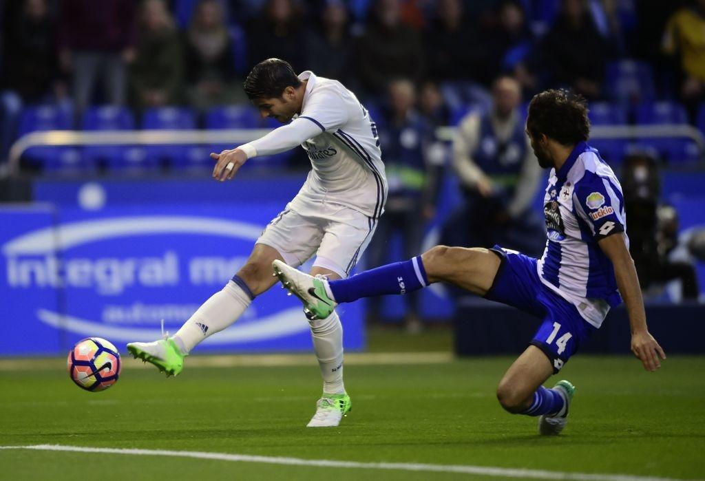 Real thang tung bung Deportivo trong ngay vang Ronaldo hinh anh 2