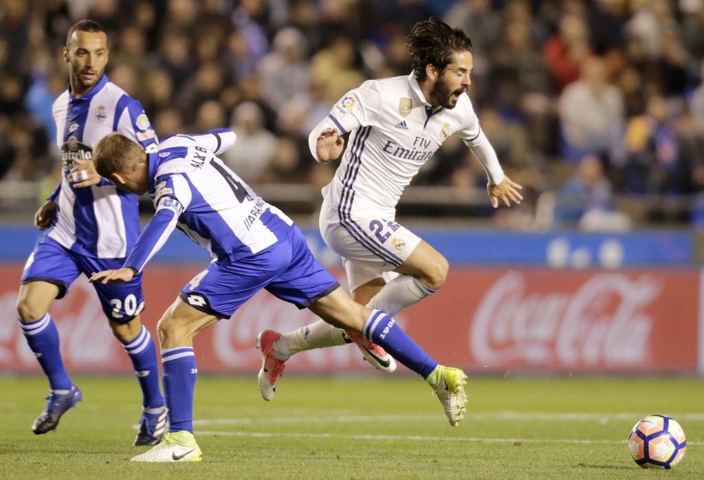 Real thang tung bung Deportivo trong ngay vang Ronaldo hinh anh 6