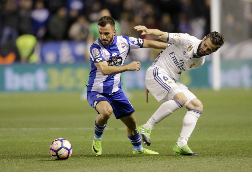 Real thang tung bung Deportivo trong ngay vang Ronaldo hinh anh 7