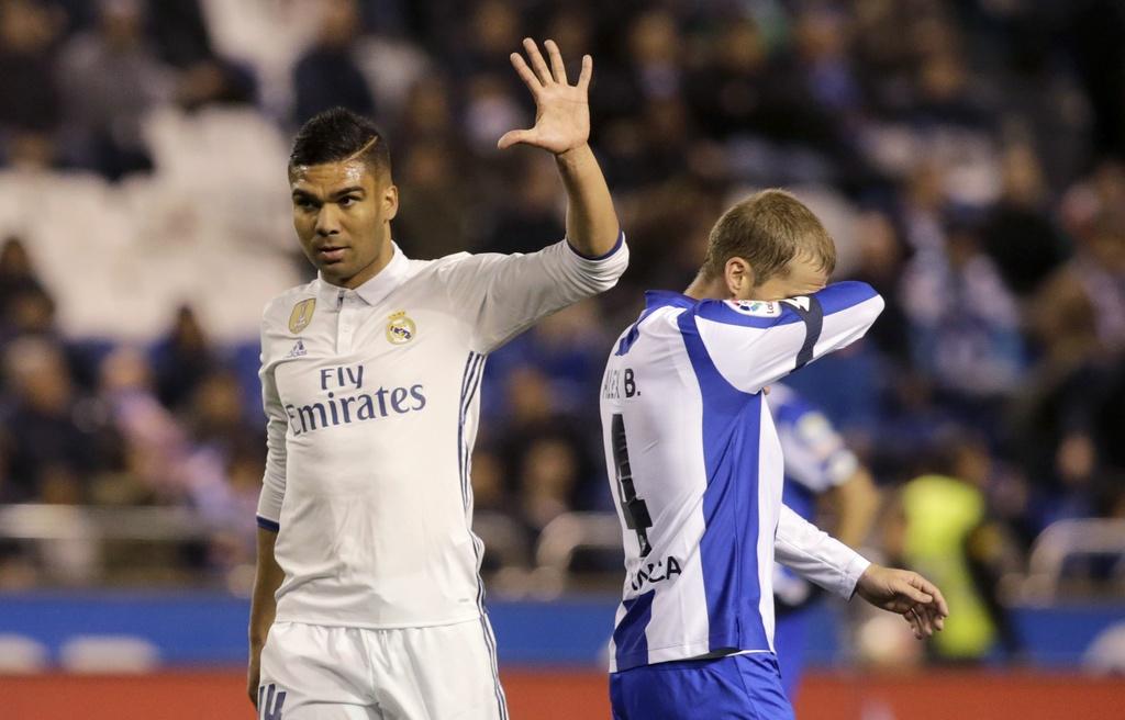 Real thang tung bung Deportivo trong ngay vang Ronaldo hinh anh 8