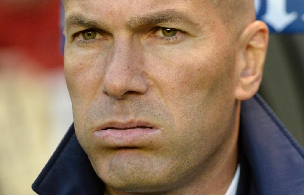 Real thang tung bung Deportivo trong ngay vang Ronaldo hinh anh 9