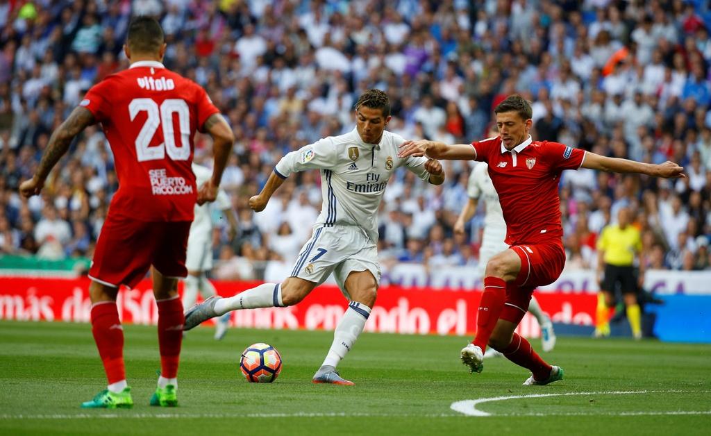 Ronaldo, Real dong loat pha ky luc sau tran thang Sevilla hinh anh 1