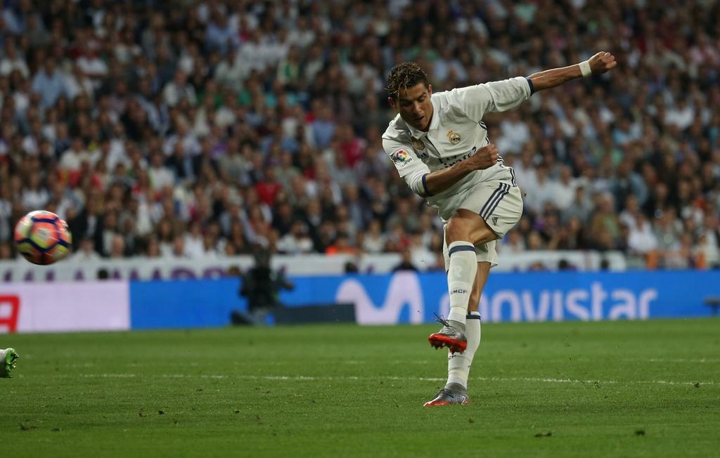 Ronaldo, Real dong loat pha ky luc sau tran thang Sevilla hinh anh 7