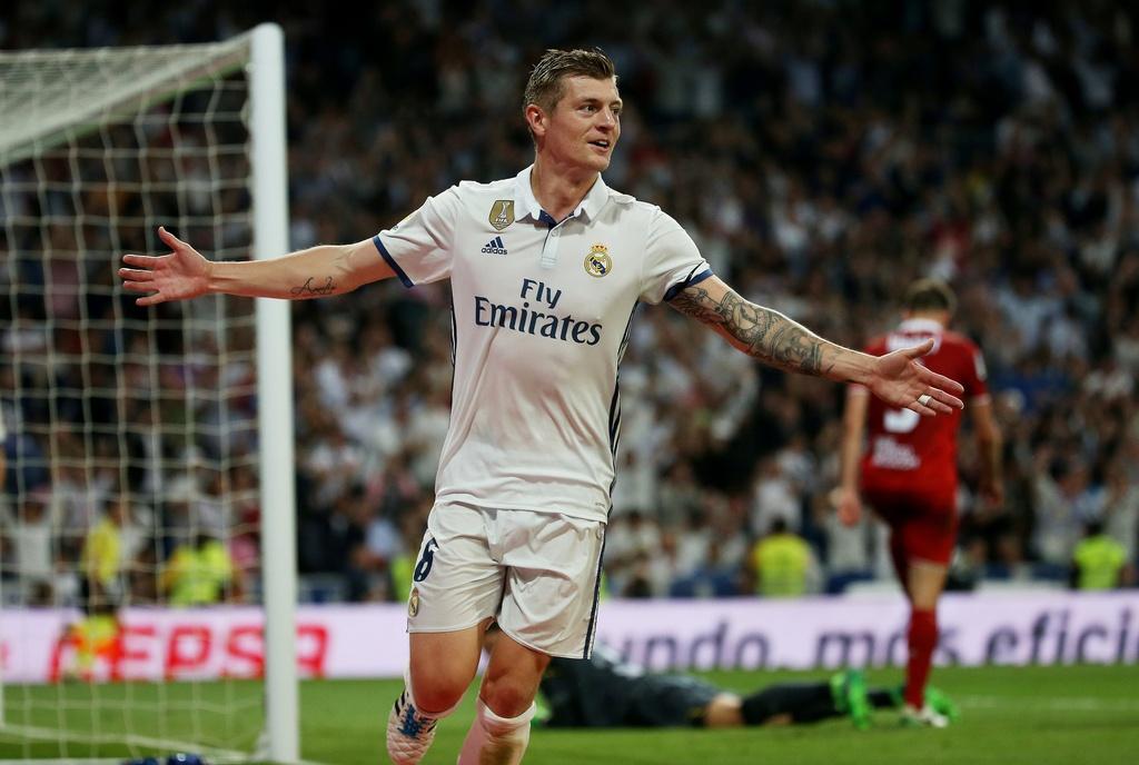 Ronaldo, Real dong loat pha ky luc sau tran thang Sevilla hinh anh 9